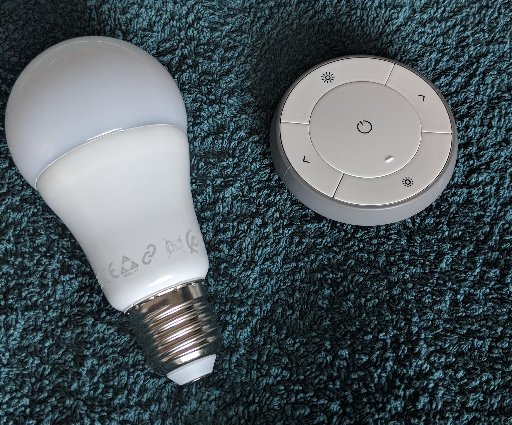 Ikea Tradfri LED-Lampe und Fernbedienung